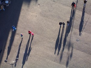 800px-Shadows_from_people